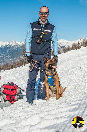 Maître chien d'avalanche PGHM Briançon Hautes-Alpes