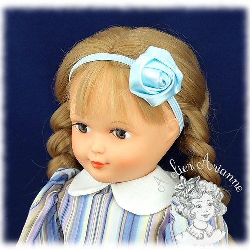 Serre-tête élastique avec rose en satin - couleur bleu ciel