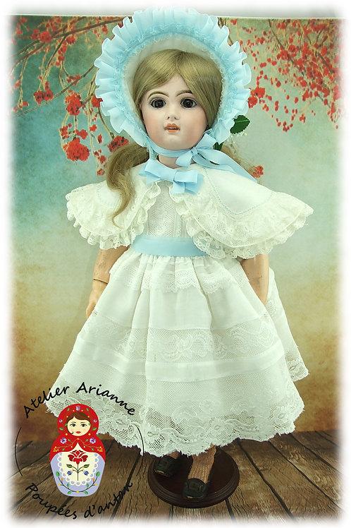 Hortense  reproduction d'une tenue pour poupée Jumeau