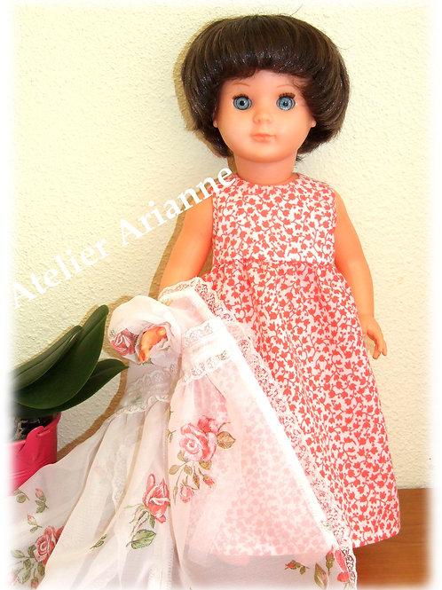Tenue Août 1968 pour poupée de Modes et Travaux Marie-Françoise, chemise de nuit