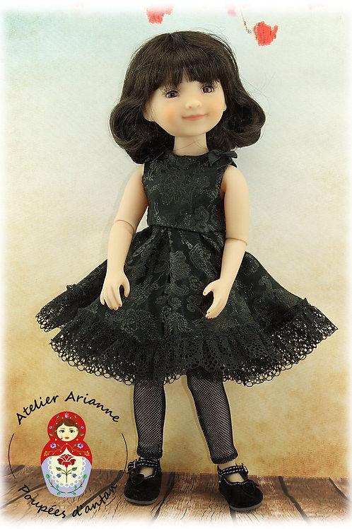 """La """"Petite Robe Noire"""" Tenue pour poupée  Ruby Red"""
