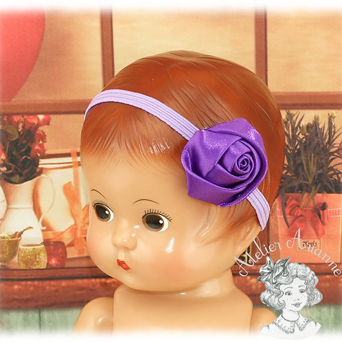 Serre tête avec rose violette en satin