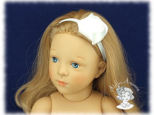 Serre-tête élastique avec rose en satin - couleur blanc