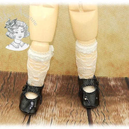 Chaussettes en dentelle ajourée pour poupée Bleuette