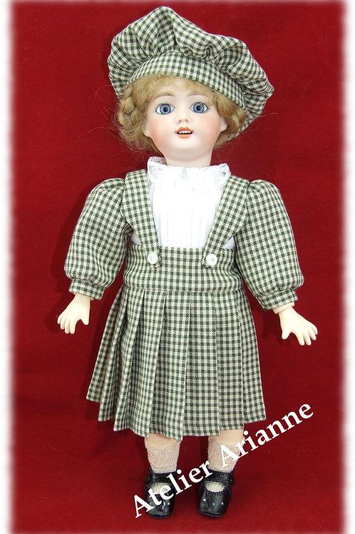 Décembre 1907-Robe à bretelles et béret, tenue pour poupée Bleuette