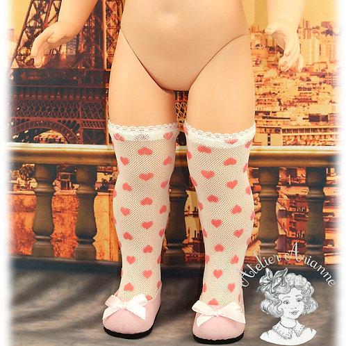 Bas en dentelle cœurs roses pour poupée Marie-Françoise