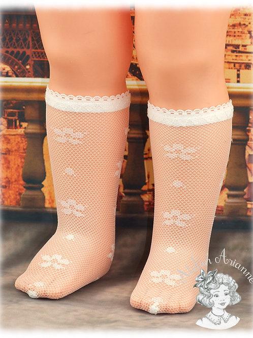 Chaussettes en dentelle petite fleur pour grandes poupées