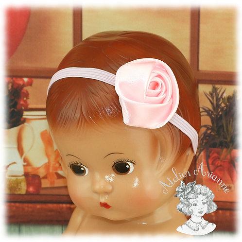 Serre-tête élastique avec rose en satin pour Patsy de 28 cm