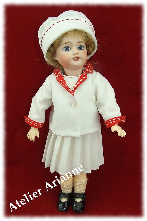 Juillet 1913 , Costume de tennis , reproduction d'une tenue pour poupée Bleuette