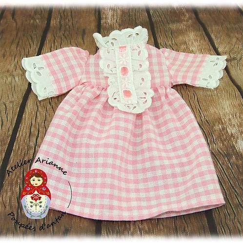Chemise de nuit reproduction de la tenue originale  pour poupée Pimprenelle