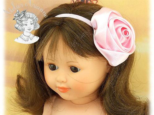 Serre-tête élastique avec rose en satin - couleur rose pastel