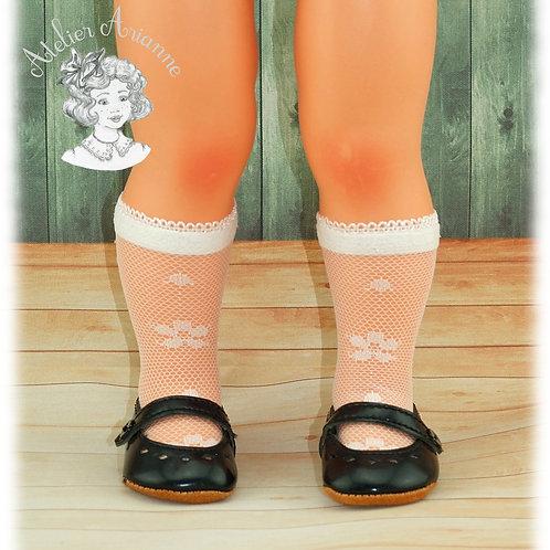 Chaussettes en dentelle petite fleur pour les poupées de Modes et Travaux