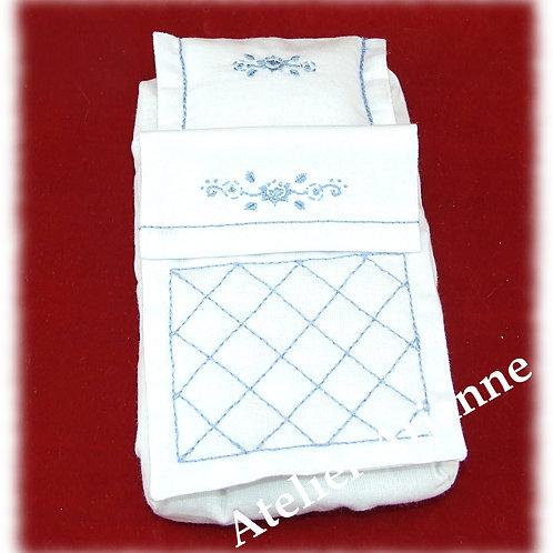 Parure de lit brodée et matelas pour mini landau