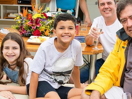 Traga seus filhos para viverem uma experiência a bordo de uma lancha na Represa Guarapiranga