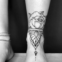 tattoo_ornament_flower_fuss.JPG