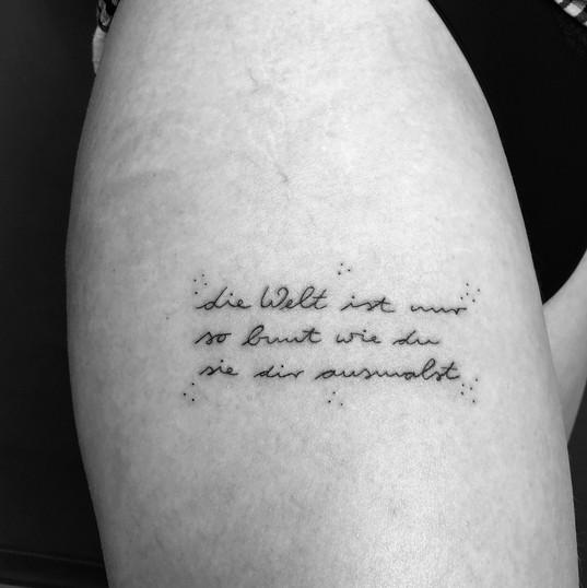 tattoo_fineline_spruch.JPG