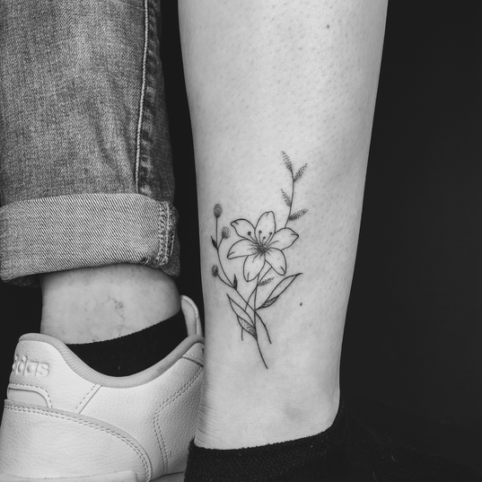 tattoo_fineline_flower.PNG