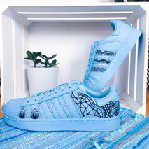 Adidas Superstars blau handbemalt