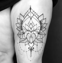 tattoo_ornament_oberschenkel.JPG