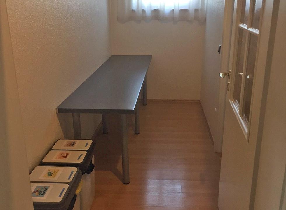 Vorraum mit großem Tisch