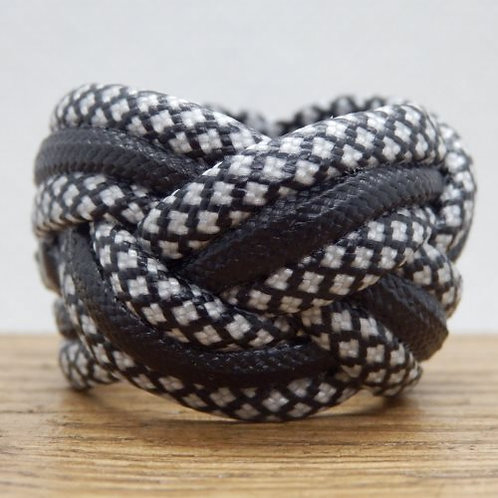 Silver Diamonds and Black Small Paracord Woggle