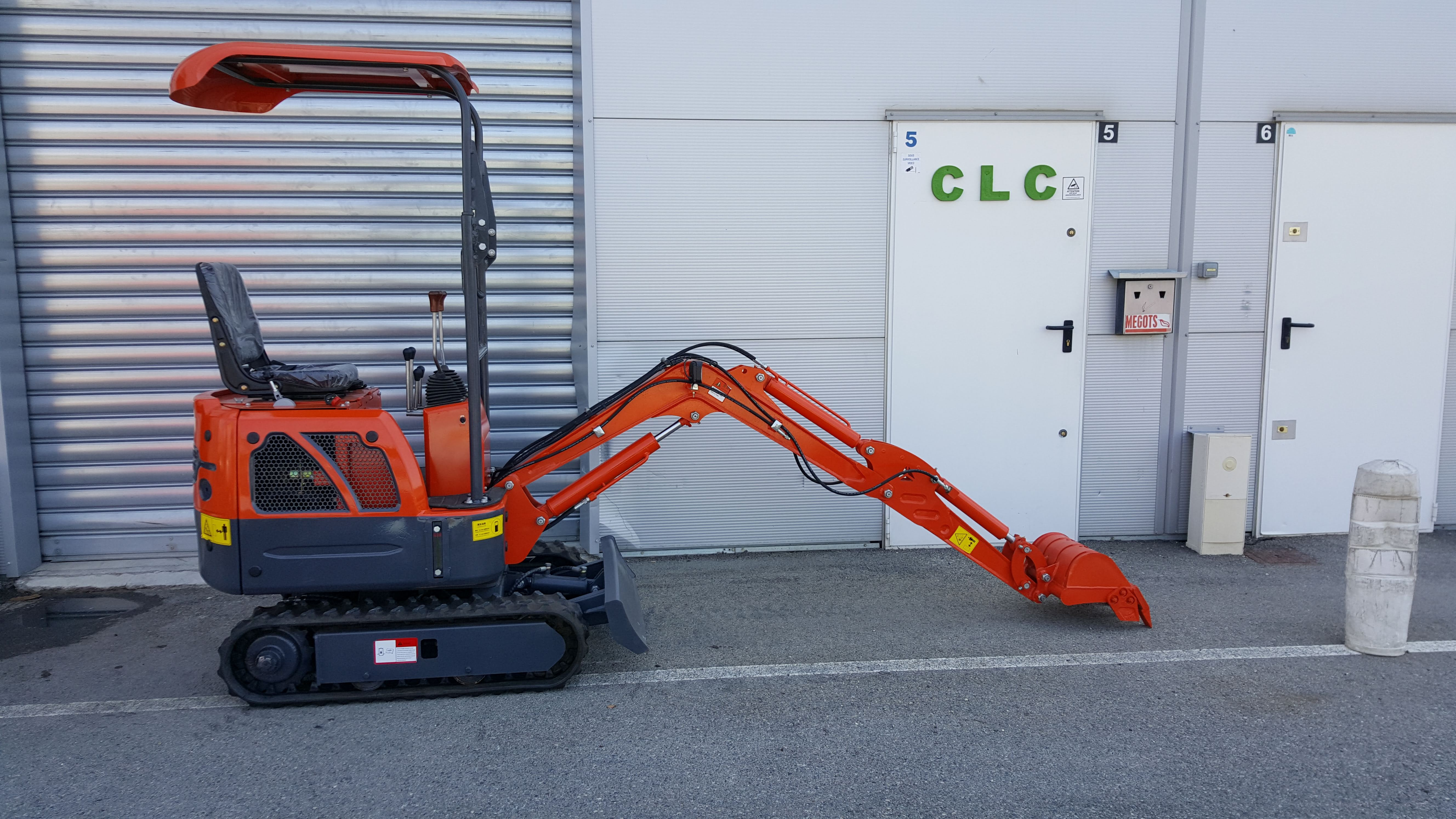 CLC T 800  8990 euros TTC