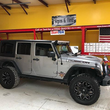 #jeepwrangler tinted _greenvillesignsandtint #suntek _suntekfilms #jeeplife #tintlife