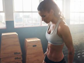חיזוק שרירי הבטן והגב בישיבה עם חישוק, מתאים מאוד לסובלים מאוסטופורוזיס או עקמת- קונטרולוג'י פילאטיס