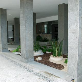 Perspectiva da entrada do prédio em Ipa
