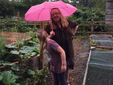 News: Volunteers in the rain!