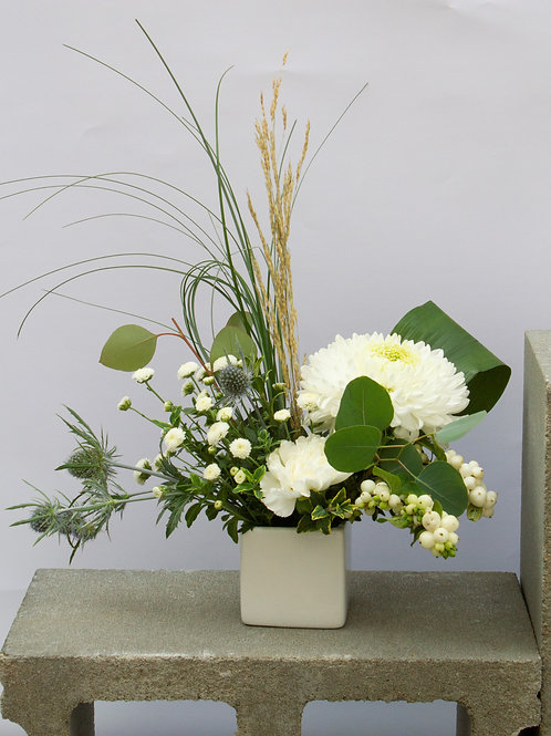 Small Arranged Flowers - Neutral