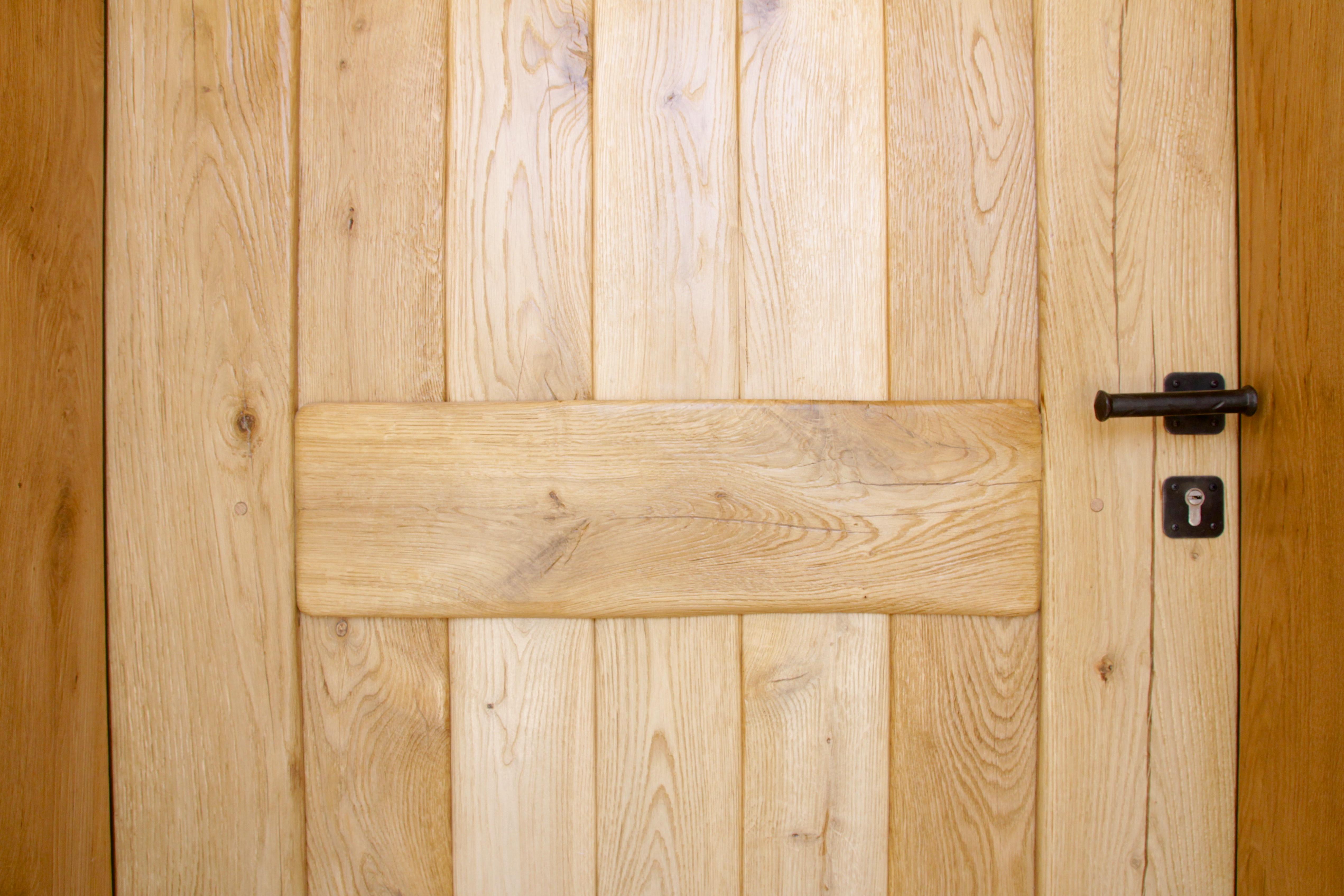 דלת מעץ אלון לבן