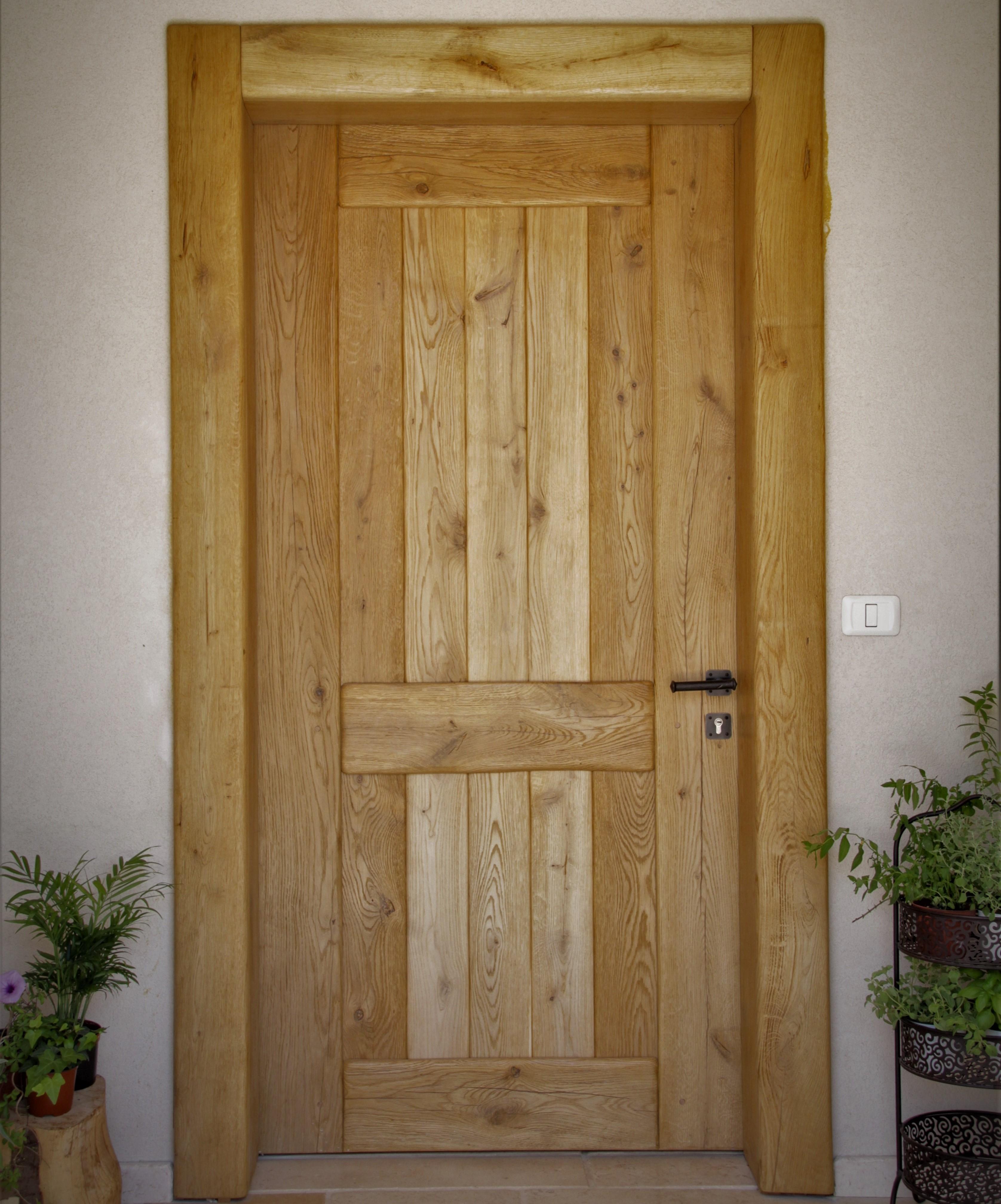 דלת כניסה מעץ אלון לבן מבוקע