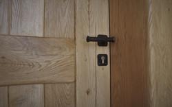 דלת עץ מסיבית מאלון לבן מבוקע מוברש