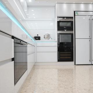מטבח מודרני מזכוכית
