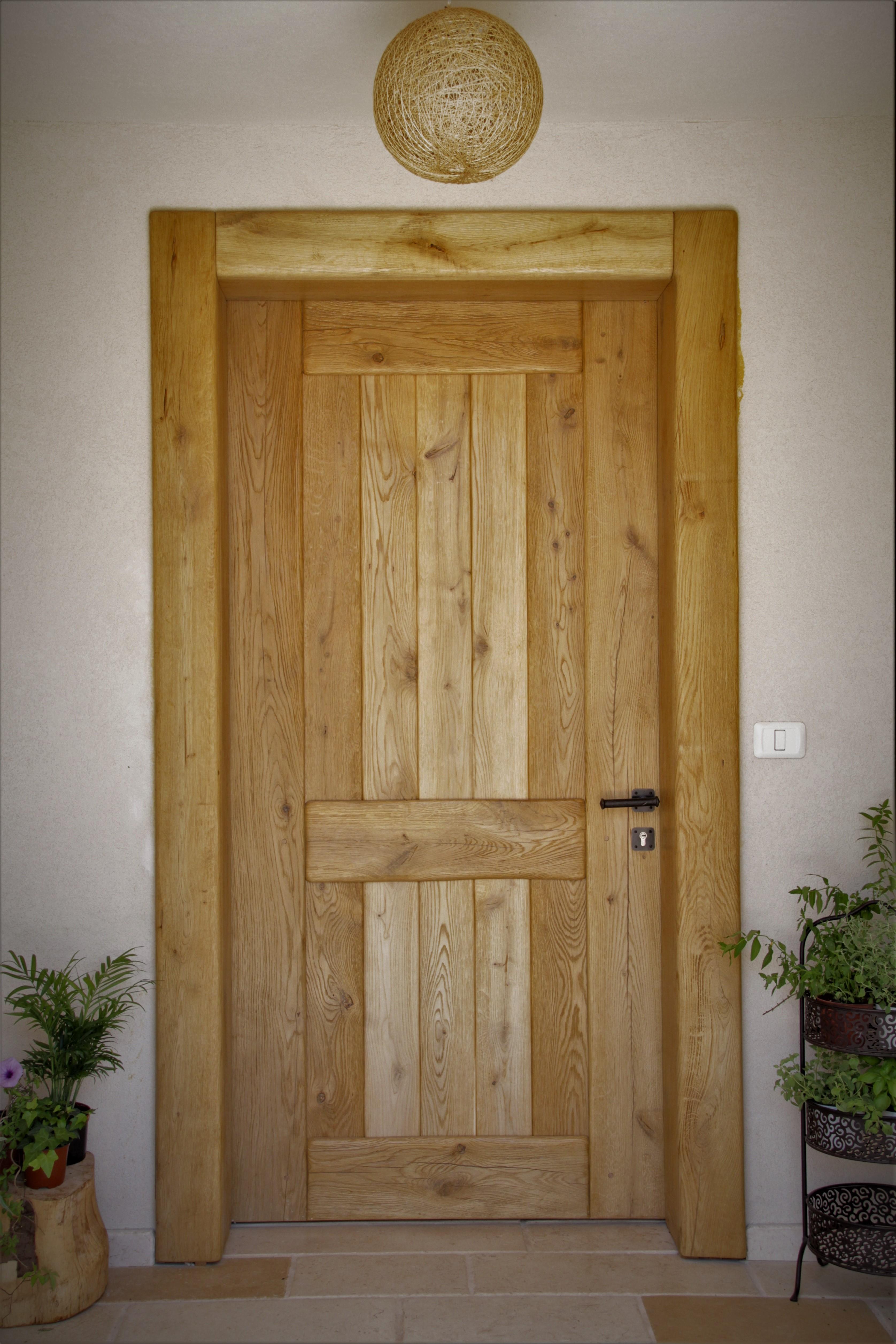 דלת עץ כפרית