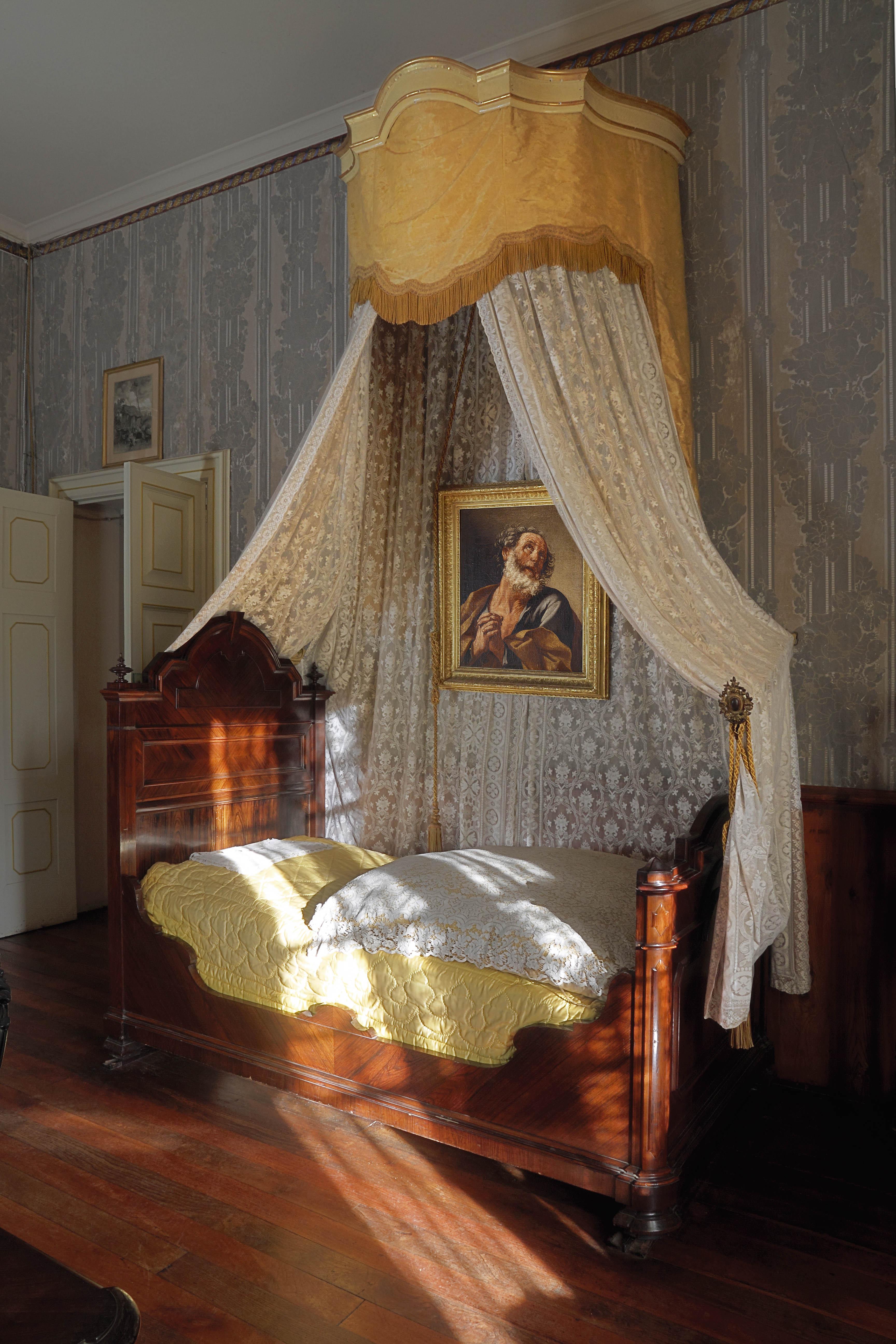 Giuseppe Verdi Bed
