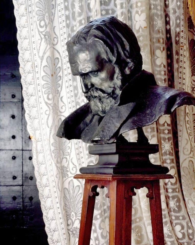 Busto in Bronzo del Maestro