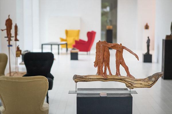 Yvette Gastauer-Claire zeigt ihre Arbeiten im neuen Lounge-Bereich der Stiftung. Foto: Lex Kleren