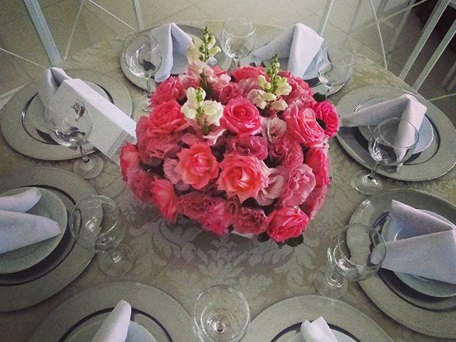 Arranjo baixo para mesa de convidados