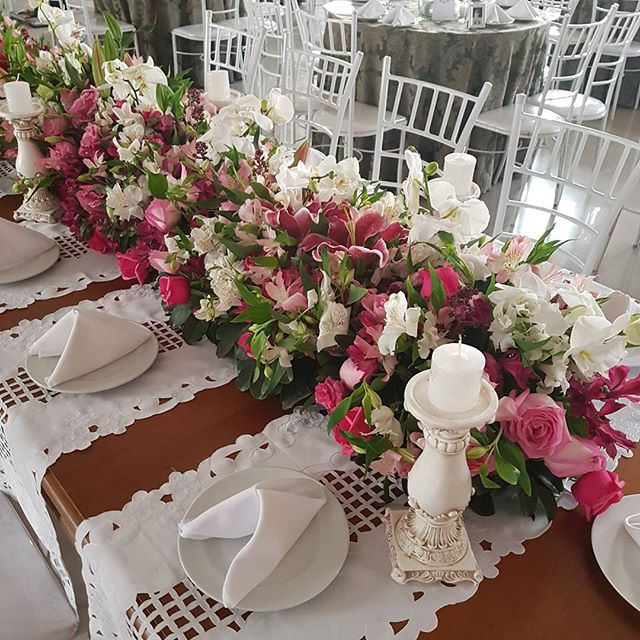 Mesa comunitária noivos