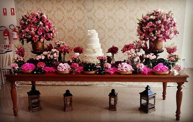Mesa de bolo_Designer floral e execução_ _iza_anjos_decoracoes _#wedding #noiva #noivas  #noivado #c