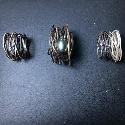 Infinity ring with black pearl