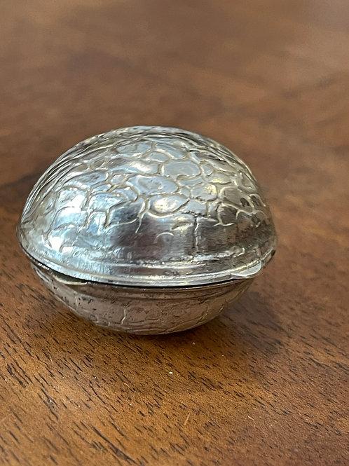 Noix en métal argenté