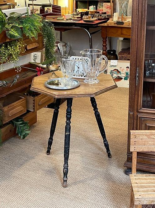 Table octogonale en bois trois pieds
