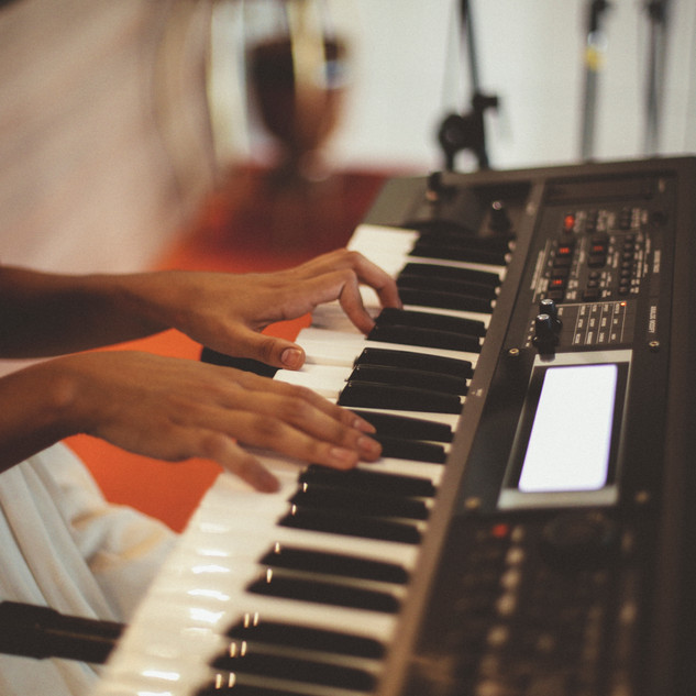 person-music-keyboard-technology-instrum