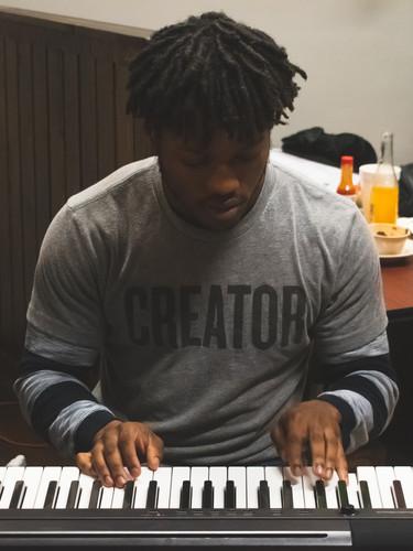 playing piano jam session sidechick
