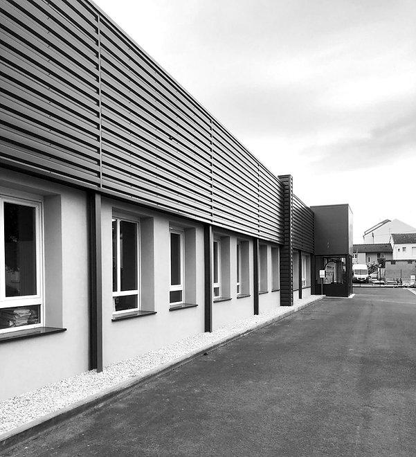 Photo en noir et blanc du siège social à Châlons-En-Champagne