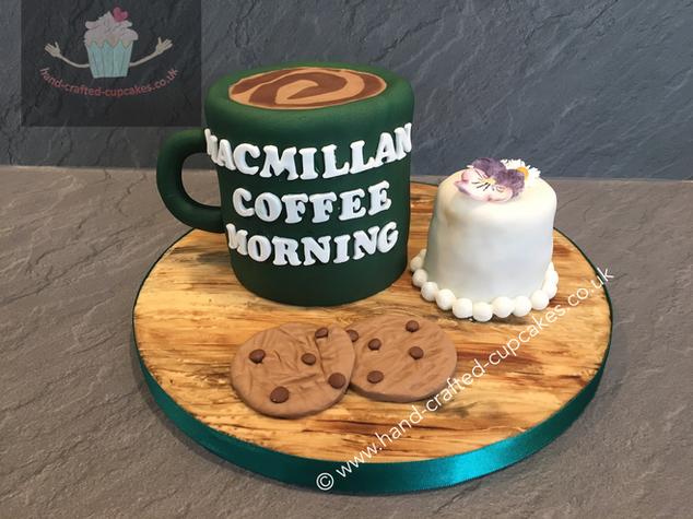 CVE-320-Macmillan-Centre-Piece-Cake-and-Cupcake