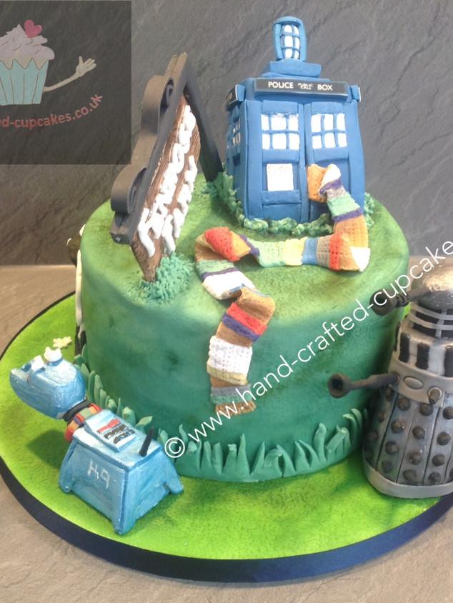 TYA-180-Doctor-Who-Farm-Cake